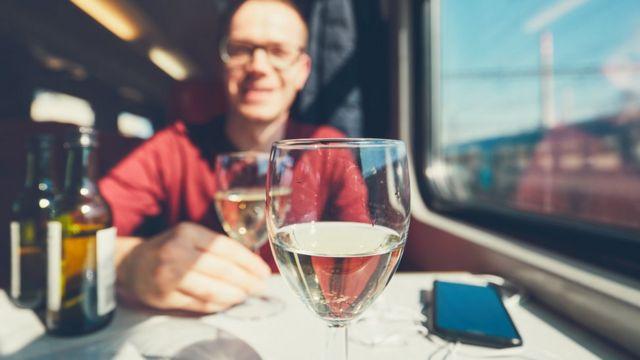 Eurostar backtracks on train booze ban