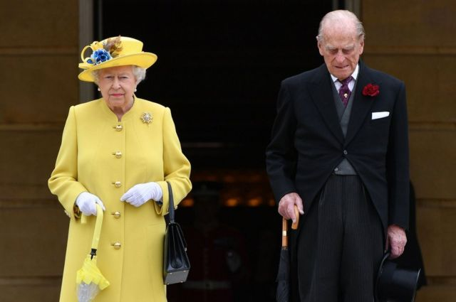 Queen Elizabeth II and the Duke of Edinburgh observing a minute's silence at the start of a garden party at Buckingham Palace in London, 23 May 2017