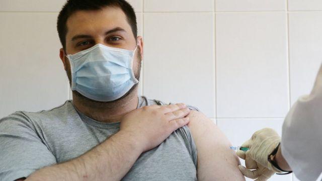 """Некоторые пациенты все равно жаловались на побочки после """"КовиВака"""""""