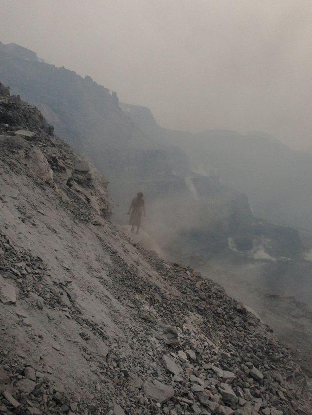 इस इलाके में सौ साल से ज़मीन के नीचे सुलग रही है आग
