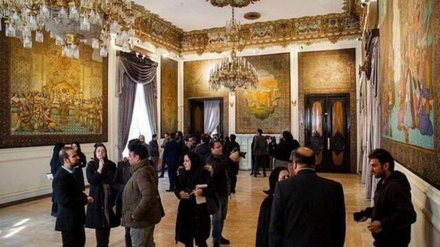 بهمن ۹۸ درهای کاخ مرمر به روی خبرنگاران باز شد. مسئولان میراث فرهنگی از آسیب گسترده به این کاخ خبر داده بودند