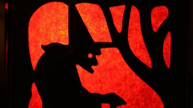 лампа с профилем ведьмы