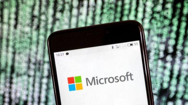 Logotipo da Microsoft exibido em um smartphone