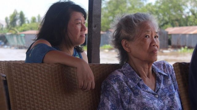 Đoan Trang trong một chuyến du hành cùng mẹ