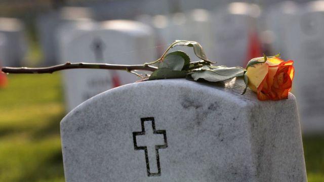 Могила американського солдата на Арлінгтонському цвинтарі у США
