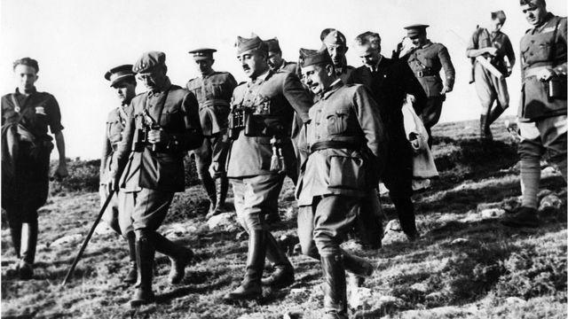 Francisco Franco con otros generales durante la Guerra Civil.