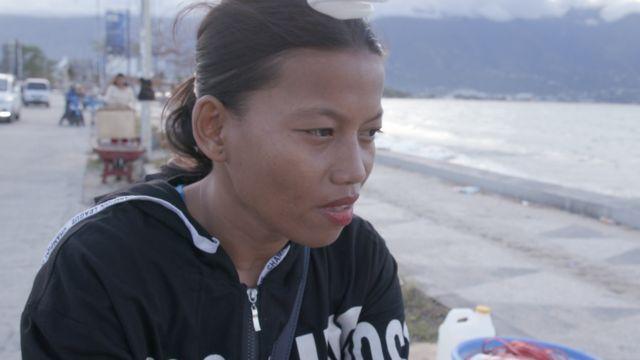 Susi Rahmatia at the beach