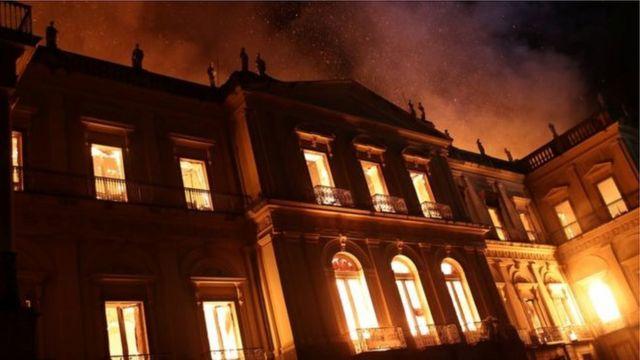 Museu Nacional durante incêndio