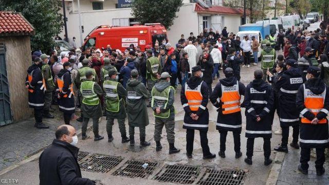 أفراد من الأمن تطوق موقع الحادث