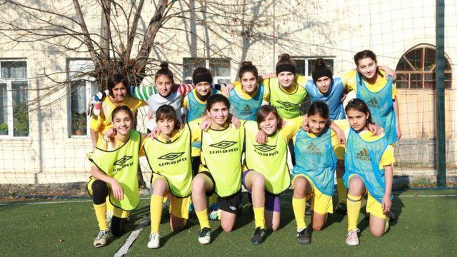 Şəkidə futbolçu qızlar