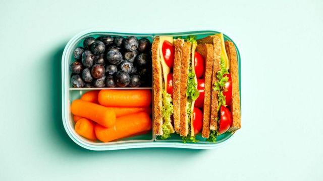 Сок нельзя считать заменой фруктам и овощам