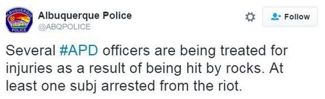 「アルバカーキー警察の警官数人が投石で負傷し、手当てを受けている。少なくとも1人が暴動で逮捕された」と警察はツイート