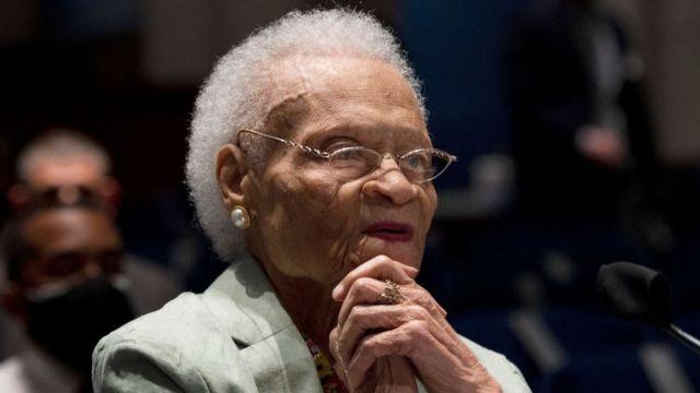 Viola Fletcher ante un comité de justicia de la Cámara de Representantes de Estados Unidos el miércoles 19 de mayo de 2021