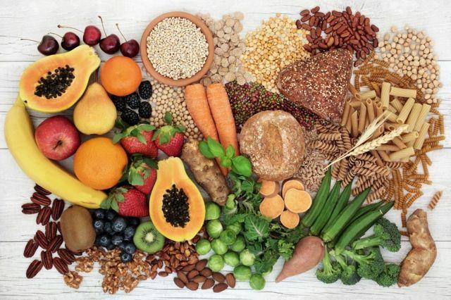 Frutas, grãos e macarrão