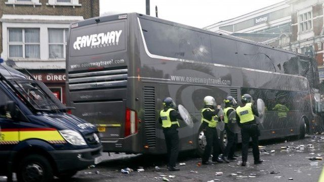 Riot police next to Man Utd team bus at Upton Park