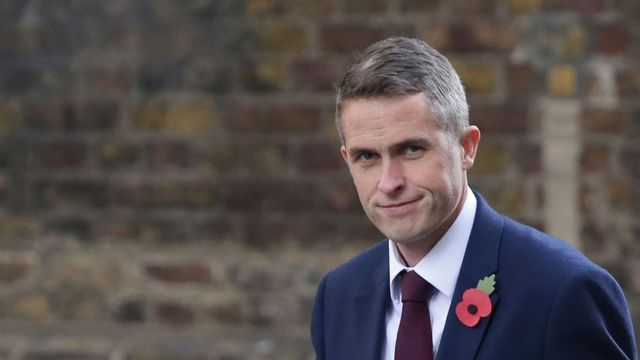 Ông Gavin Williamson