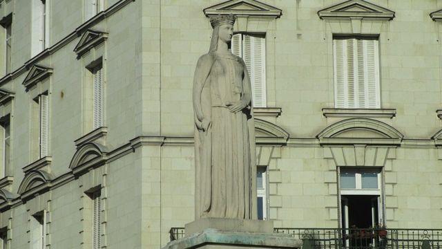 Статуя Маргариты Анжуйской