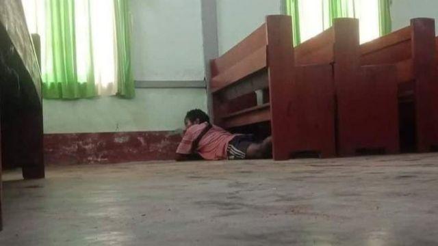 ခရစ်ယာန်ဘုရားရှိခိုးကျောင်းထဲဝင်ရောက်ပစ်ခတ်မှုကြောင့်ပုန်းအောင်နေခဲ့ရ