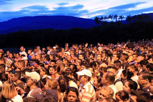Miles de venezolanos cruzaron la frontera con Colombia este sábado