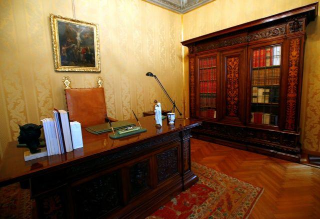 Papanın şəxsi kabineti