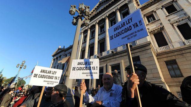 Protesta contra la Ley de Caducidad en Uruguay