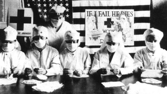 داوطلبان صلیب سرخ برای مقابله با آنفلوآنزای اسپانیایی در آمریکا ۱۹۱۸