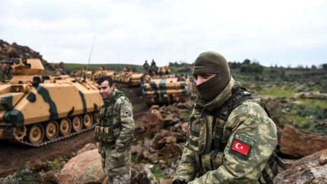 Soldados turcos que participan en la ofensiva en Afrín.