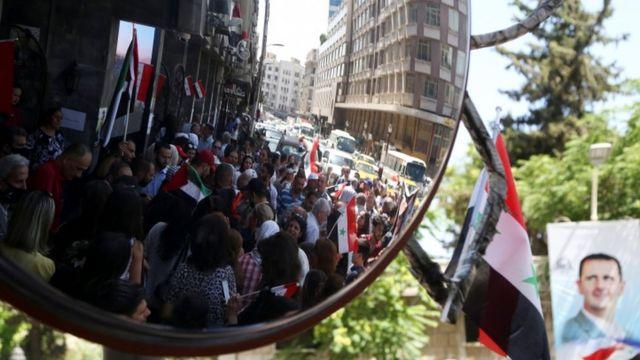 در دمشق برای رای دادن صفهایی شکل گرفته است