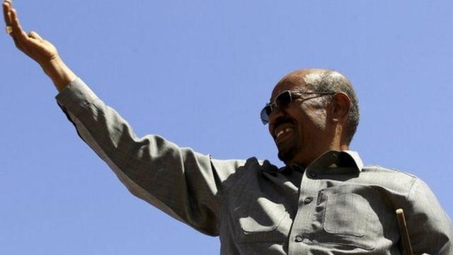 Al Bashir hablando durante un acto electoral en 2015