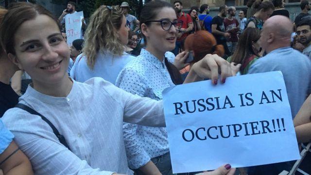 Russia says Georgia isn't safe. Russians in Georgia say otherwise