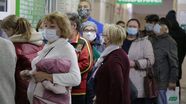 Bu Sibirya'daki hastanede olduğu gibi ülke çapında hastaneler aşırı yük altında