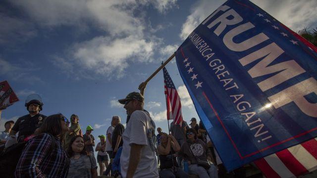 Marcha contra la inmigración irregular en Laguna Beach