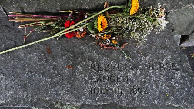 قبر واحدة من ضحايا محاكمات سالم