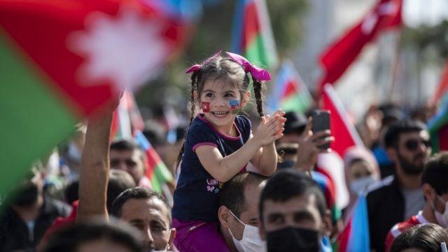 Shacabka Turkiga ayaa dhigay mudaharaadyo ay ku taageerayaan Azerbaijan intii uu socday dagaalka Karabakh