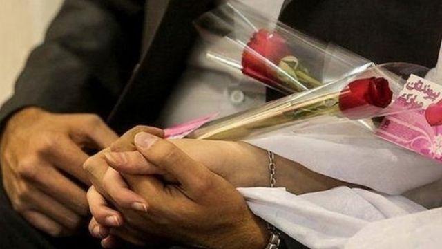 فعالان می گویند که بسیاری از این ازدواجهای کودکان در ایران رسما به ثبت نمی رسد