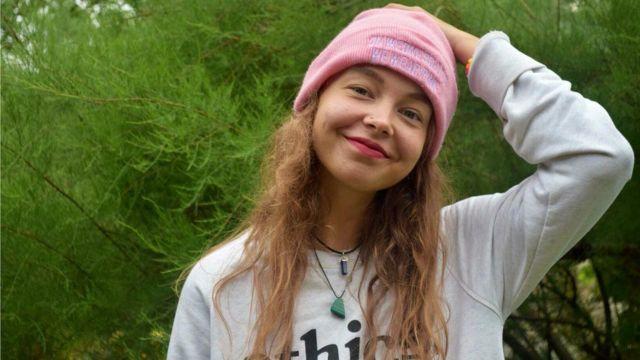 KAY SKA, mujer de 23 años que se autolesionó de adolescente durante dos años.