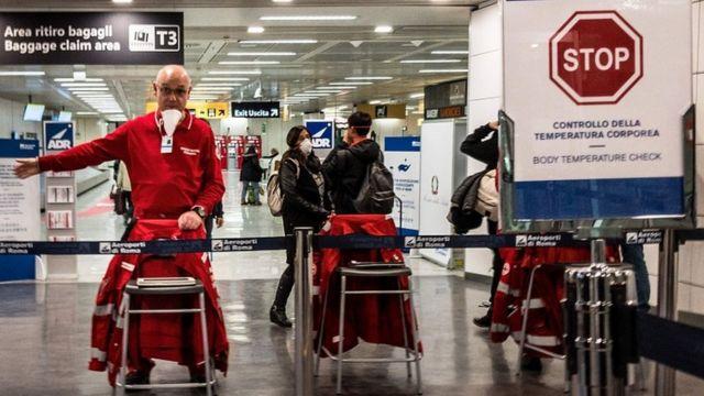 Controles de salud en aeropuertos de Italia