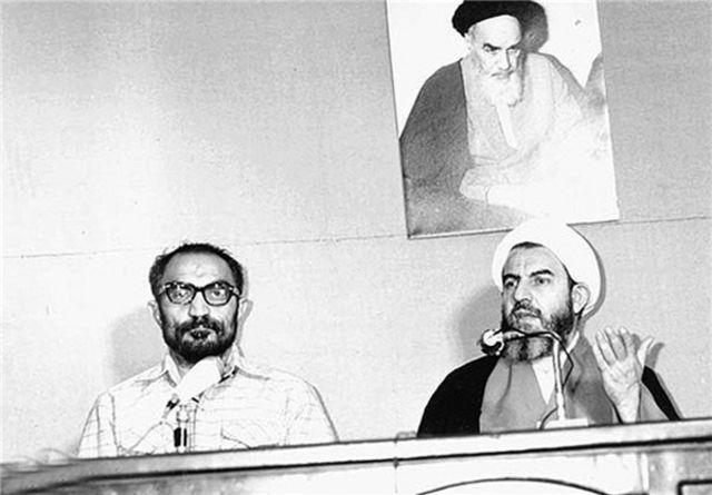 محمدی گیلانی (راست) در کنار اسدالله لاجوردی