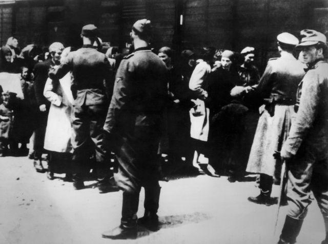 Zatvorenici stižu u Aušvic