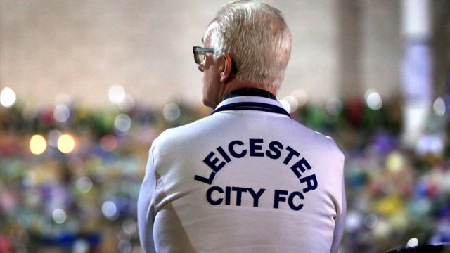 Hombre con la camiseta del Leicester City