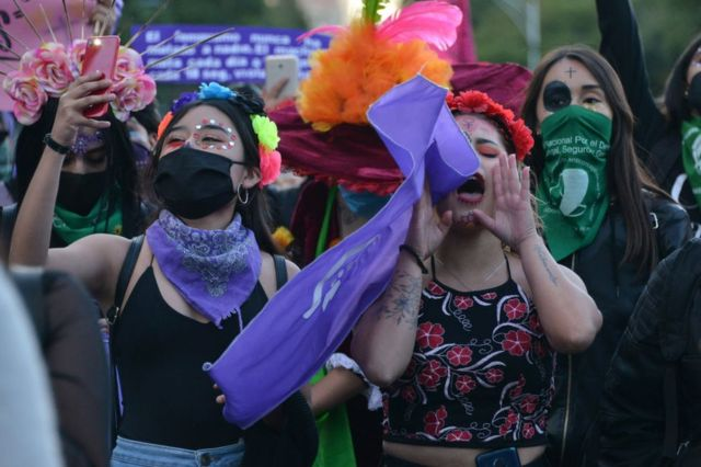Mujeres protestan contra la violencia de género en México