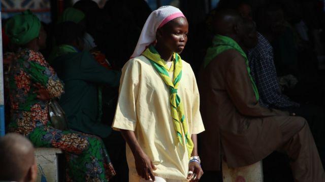 Une jeune paroissienne de l'église Saint Paul de Bangui
