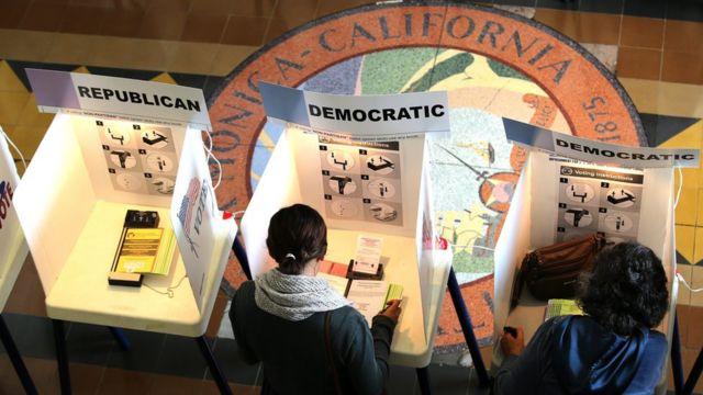 カリフォルニア州サンタモニカの投票所で(7日)