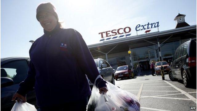 Tesco's sales decline in UK slows