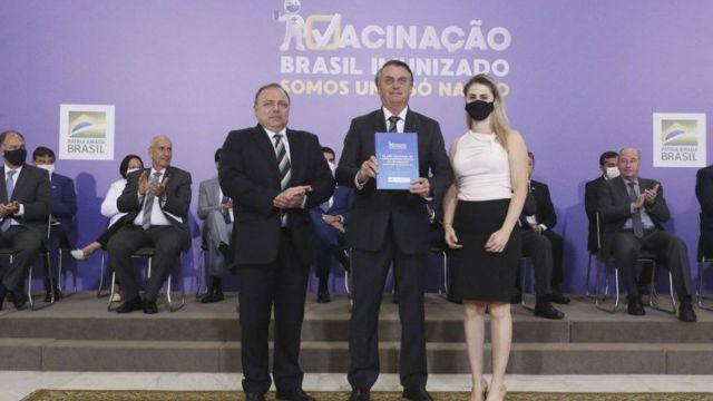 Pazuello e Bolsonaro no lançamento do Plano de Imunização, em 16 de dezembro