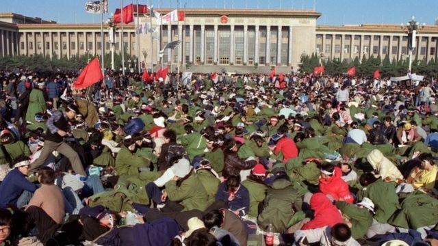 1989年5月14日,學生在天安門廣場絶食抗議