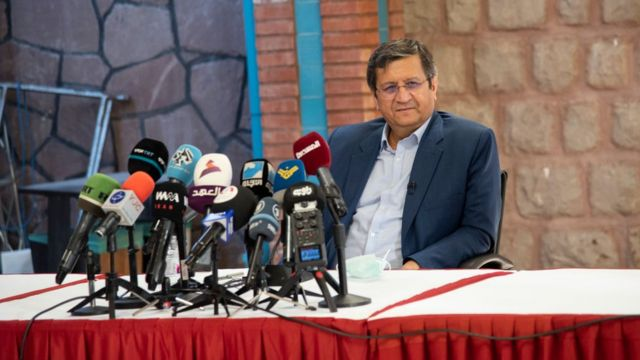 عبدالناصر همتی، رئیسکل پیشین بانک مرکزی