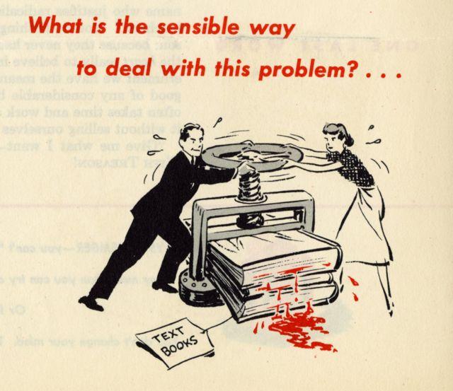 Excerto de uma peça de propaganda contra o perigo comunista nas escolas, nos EUA, em 1949, com um casal de pais esmagando livros didáticos em uma máquina de prensar - dos livros, escorre um líquido vermelho