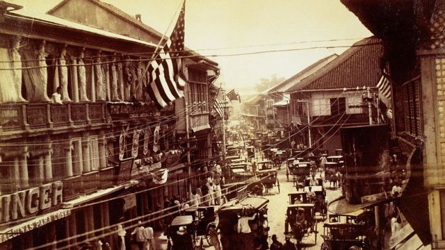 Image of a street in Manila after the American occupation.