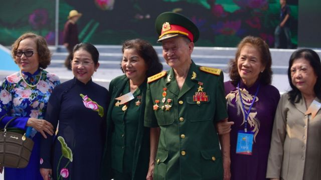 Đại tá Nguyễn Văn Tàu, bí danh Tư Cang, sĩ quan tình báo của Quân đội Nhân dân Việt Nam, dự buổi lễ